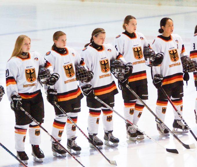 DEB U16 Frauen-Nationalmannschaft: VER Selb Spielerin Franziska Hirschberger Spielt Mit Dem DEB