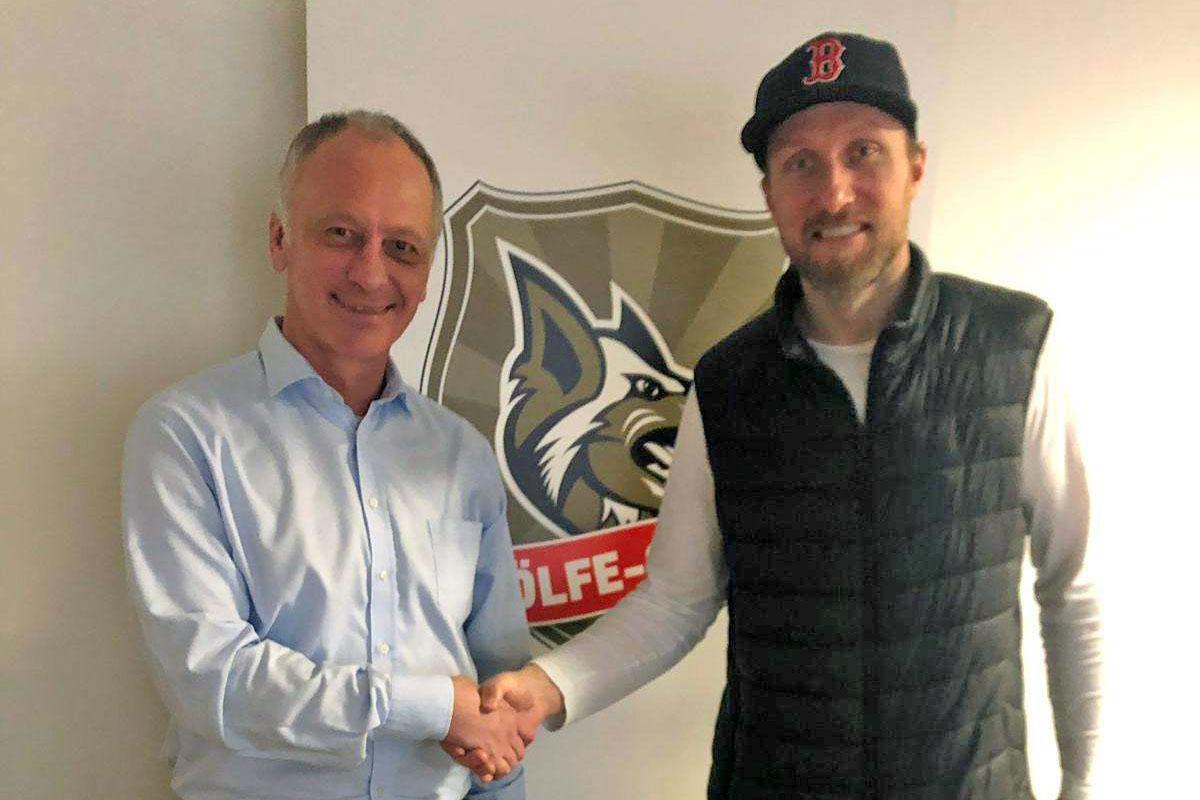 Selber Wölfe Vertragsverlängerung Ian McDonald